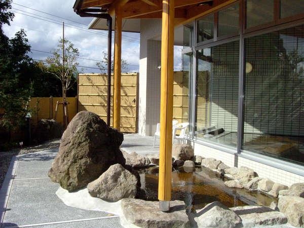 *【温泉棟・露天風呂】自然と風を感じながらの入浴はリフレッシュ効果も抜群!