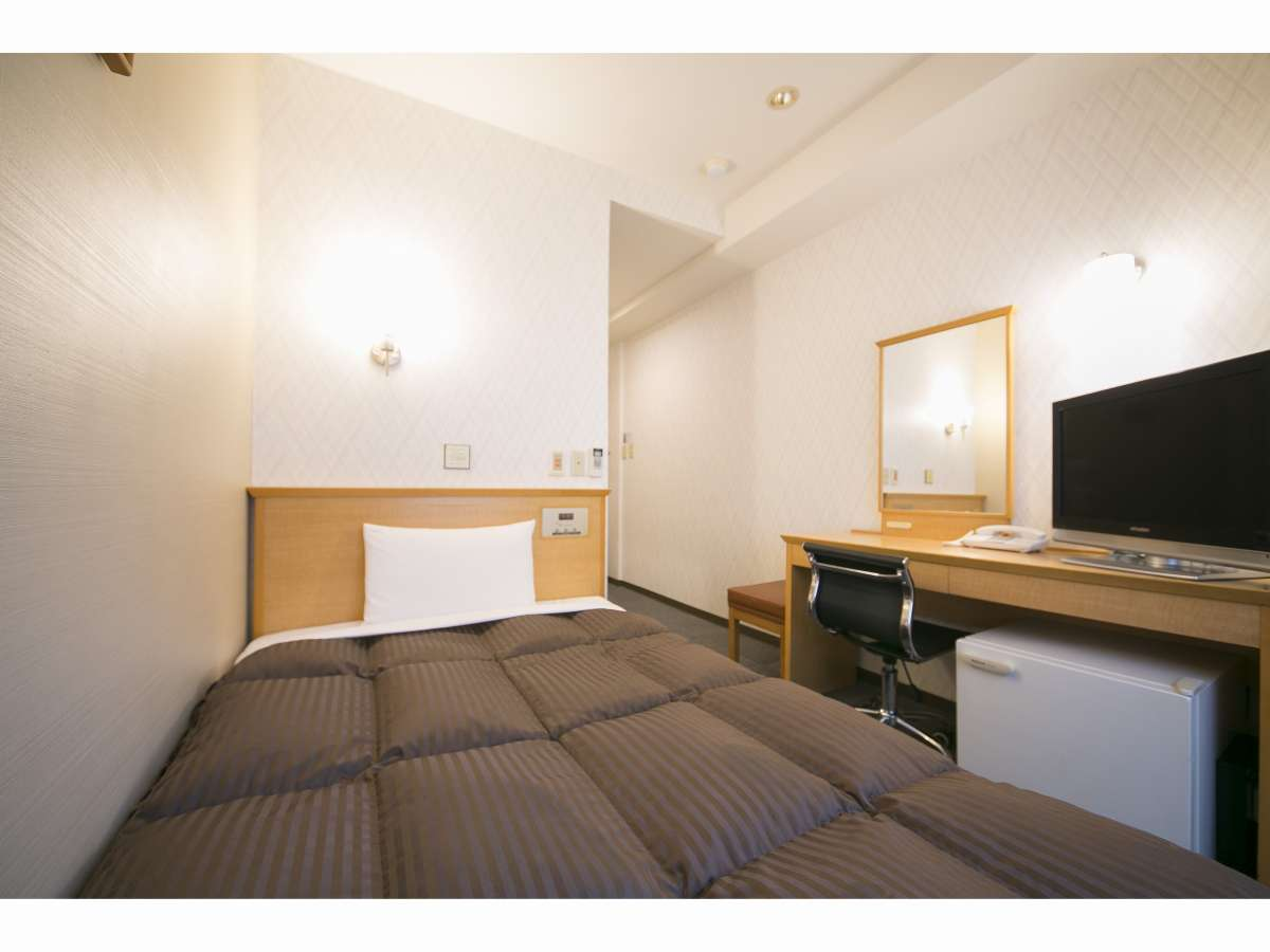 ベッド幅は広々120cm幅/インターネット接続無料(無線LAN対応)/個別空調/空気清浄機/ウオっシュレット