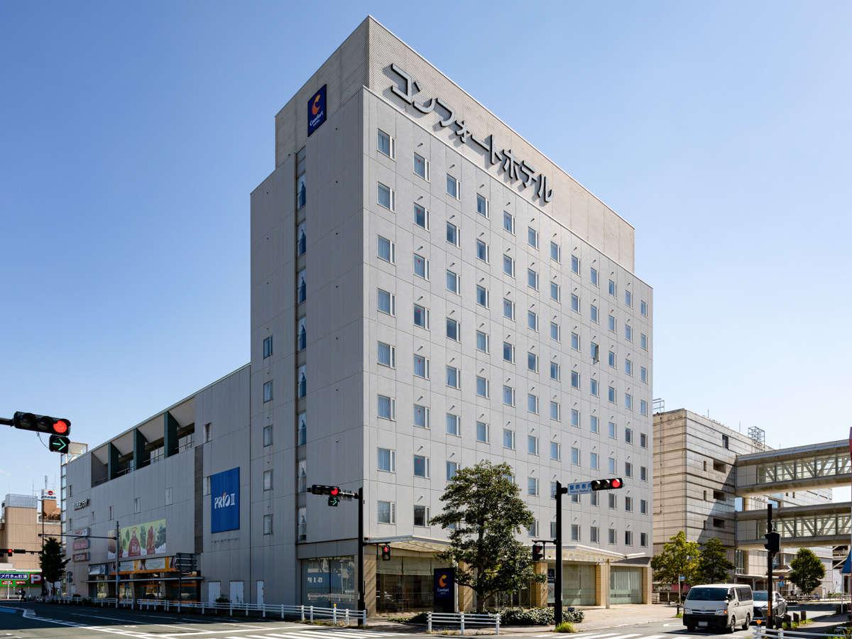 【ホテル外観】豊川IC近く♪駐車場無料です。