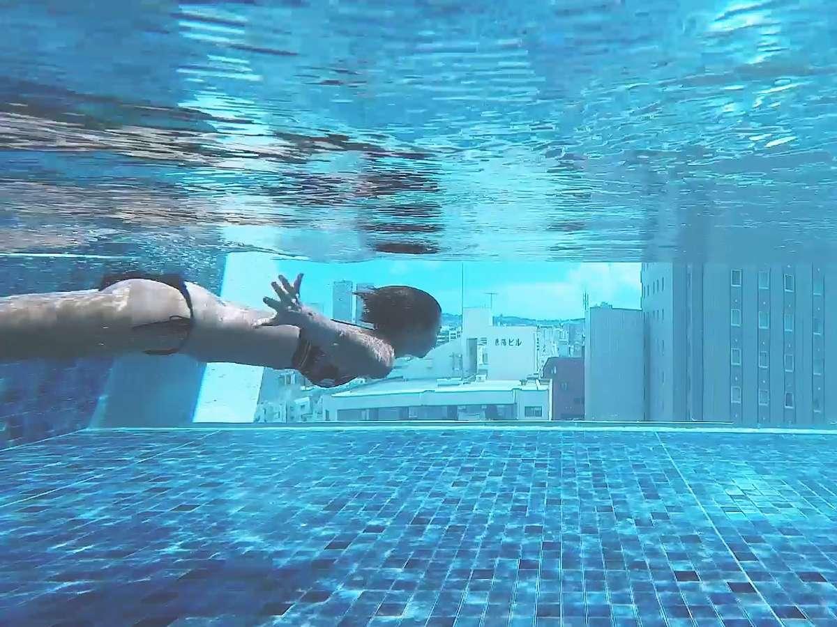 空を泳げる天空プール
