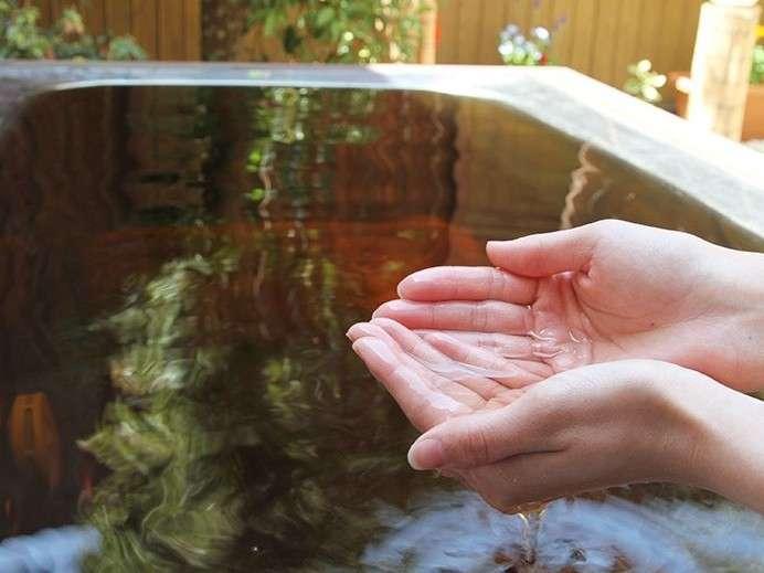 琥珀色の温泉水pH9.0