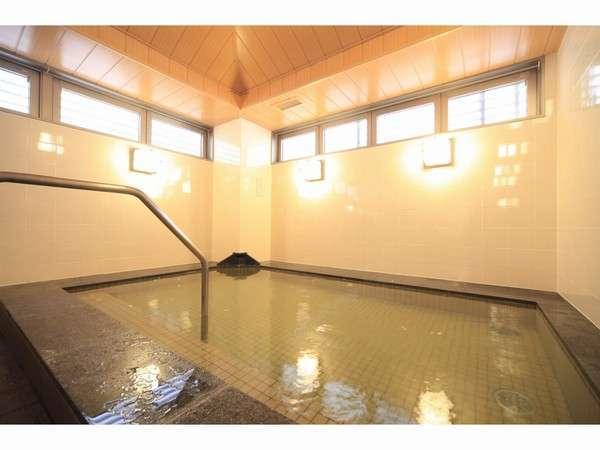 男性大浴場・トルマリン石(人工温泉)・サウナ併設