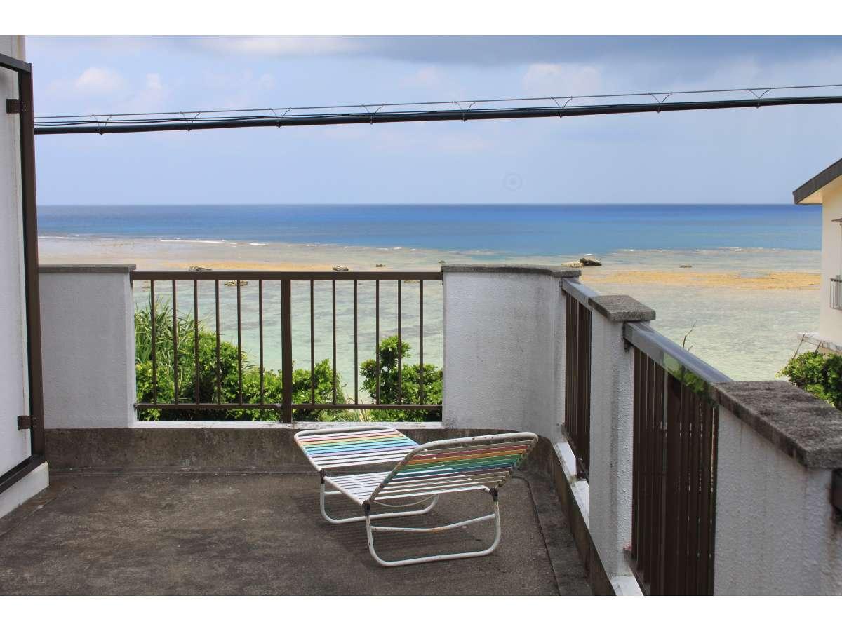 2階ベランダから見えるビーチ