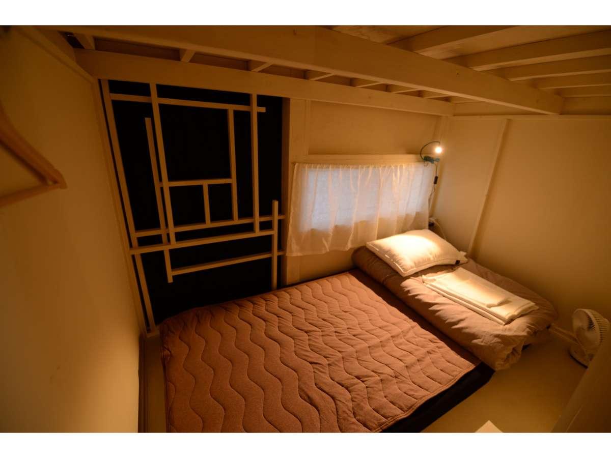 ドミトリーのベッド内です。1部屋ずつ、異なる作りになっています。