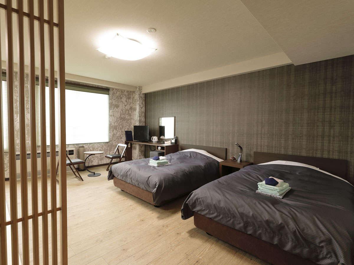 *[和洋室一例]足を伸ばせる畳スペースとセミダブルベッドを2台配した客室