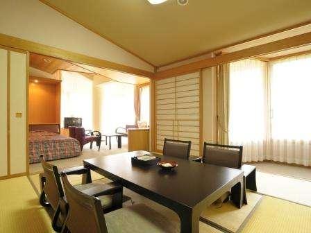 ベット2つと和室8畳の和洋室。角部屋からは絶景がご覧いただけます。