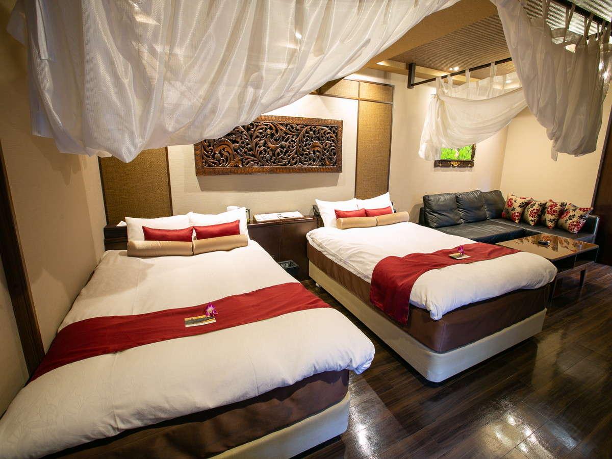 プラチナスイート:1部屋だけの特別なお部屋です。ダブルベッド×2台と大型ソファベッド1台を完備。
