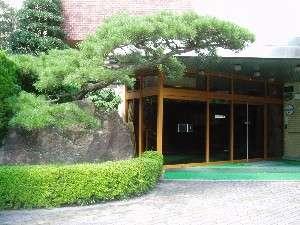 湯之島温泉街に近く、源泉100%掛け流しの宿