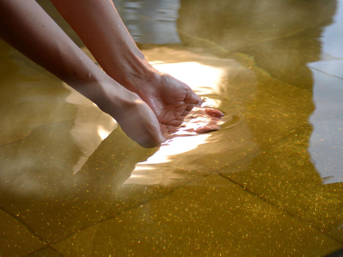 はちみつと真珠のエキスで輝く美肌の湯