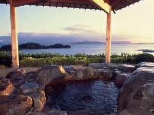 ★星★空★風★海★朝陽★夕陽★と露天風呂ではまるで絵画のような景色が時間ごとに変化します