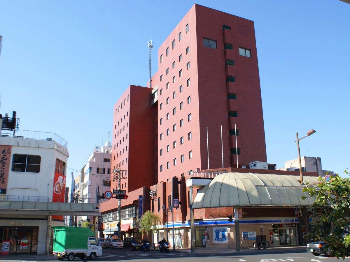 ホテル外観(1階玄関横コンビニ有)