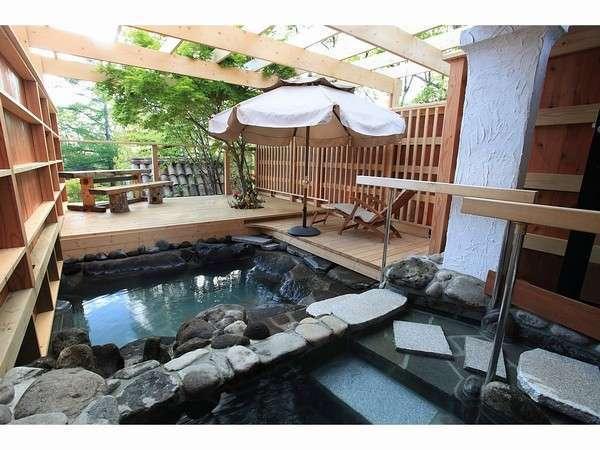 露天風呂から見える四季の景色と眺めをお楽しみ下さい