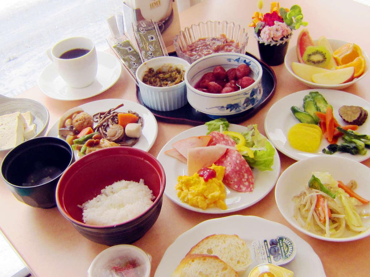 ◆和食・洋食25品以上がそろった、栄養・ボリュームたっぷりの朝食バイキング。