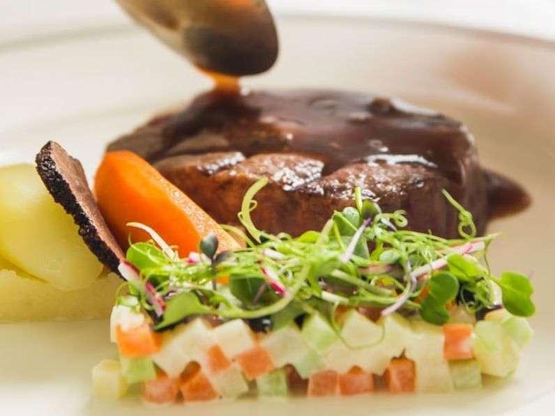 ◆カジュアルダイニングレストラン「RIVERE」◆食材にこだわったシェフ特製料理を堪能ください。
