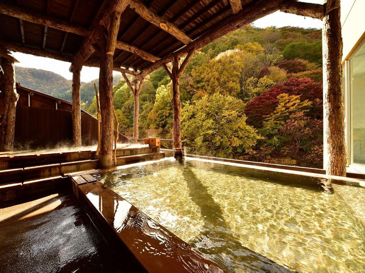 米代川のせせらぎに耳を傾けながら美人の湯を堪能する女子露天風呂。