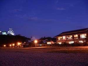 西の浜から水野と唐津城を望む