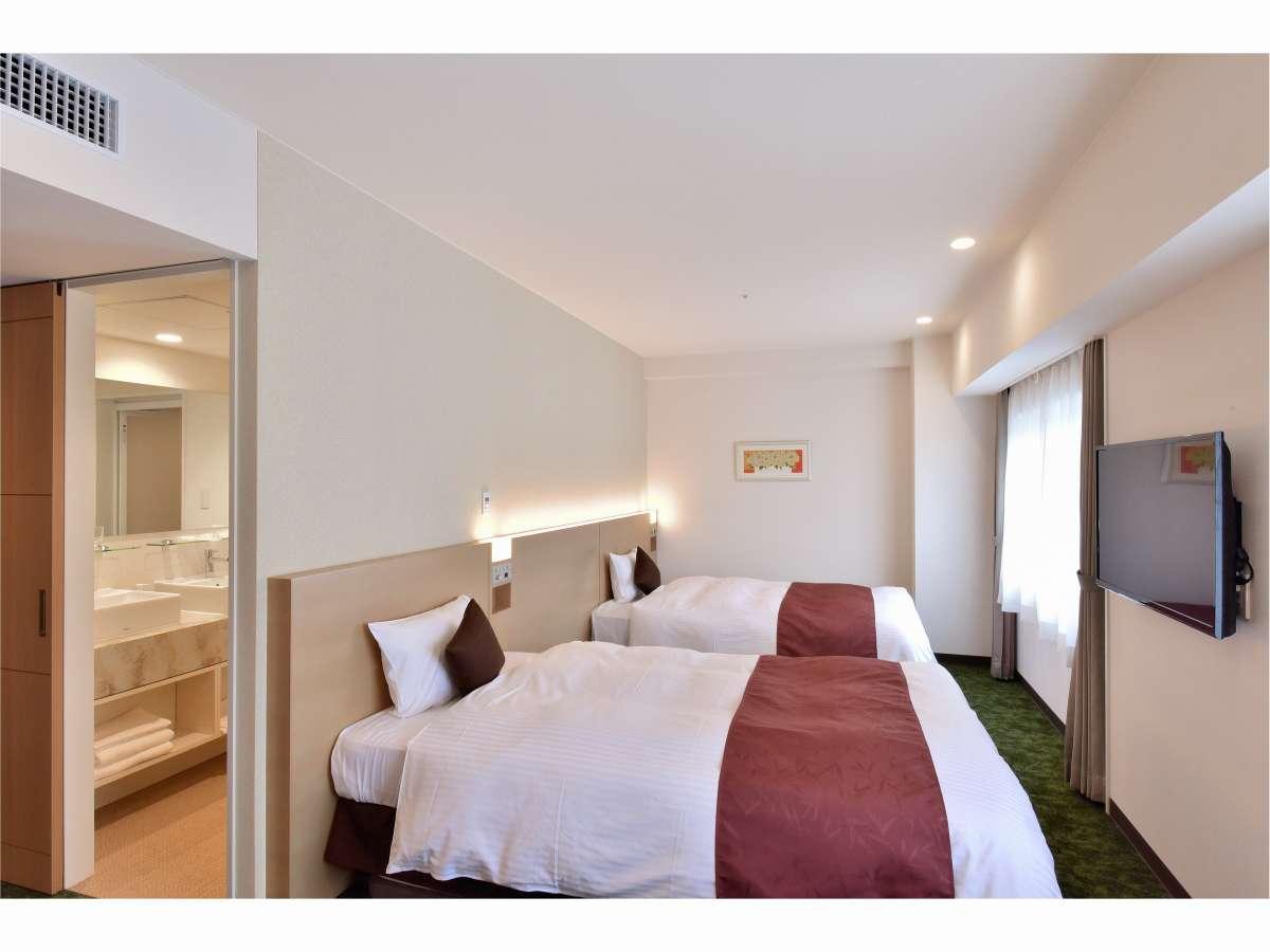 スーペリアツインルーム37平米、ベッド幅120CM、全室禁煙、バストイレ別、最大4名利用可能