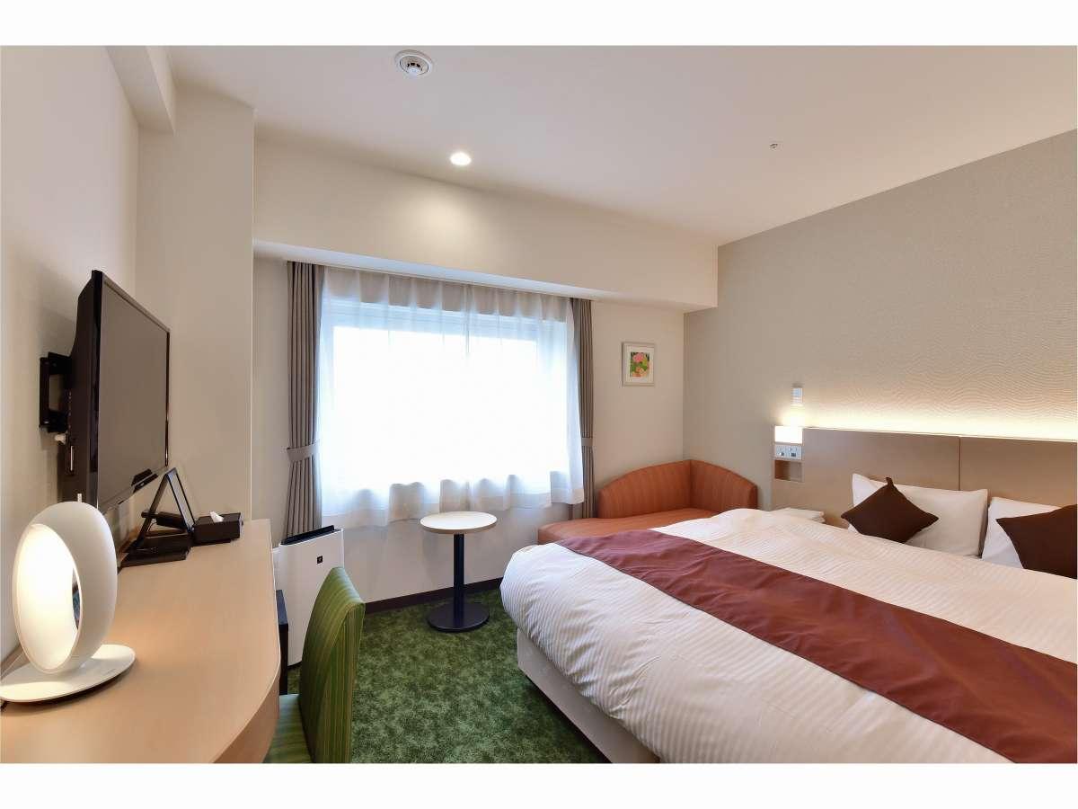 ダブルルーム21平米、180CM幅ベッド、全室禁煙、ベッドを離してツイン利用可能