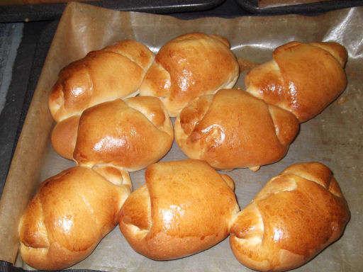 朝食用のボナールだけの自家製ロールパンはとても人気