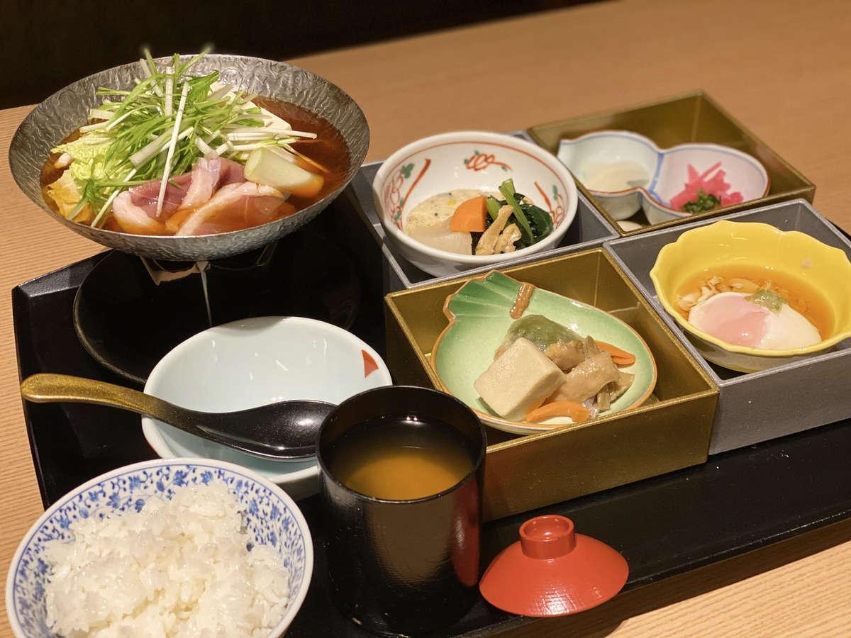 日替わり和朝食・メインは京都らしい「鴨と水菜のハリハリ鍋」