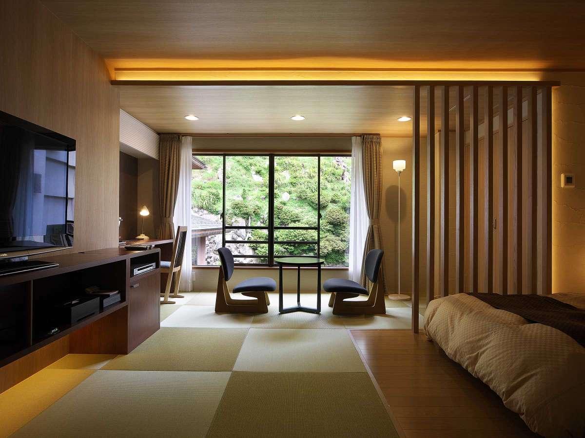 洋室【笹舟】、畳の心地良さとベッドの快適さが魅力の誰にも邪魔されない寛ぎ空間。窓からの眺めも◎