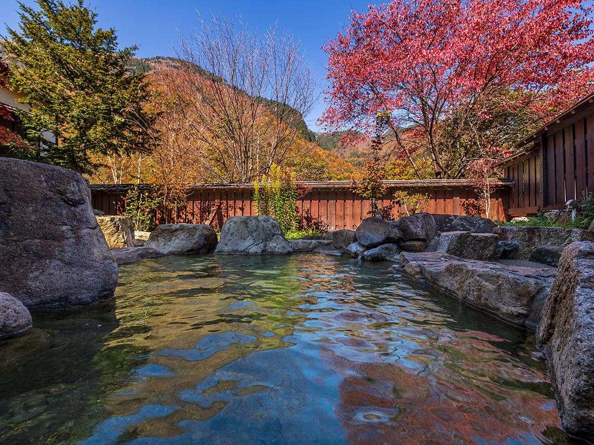 【きずなの湯】ご家族やカップルで楽しんでいただける庭園露天風呂