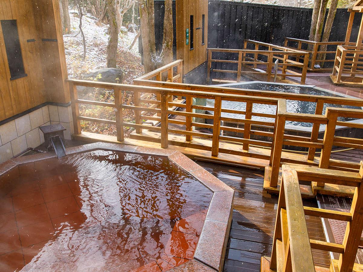 【森の散歩湯WOOD SPA】雪化粧の森に囲まれて、開放的な湯浴みを。