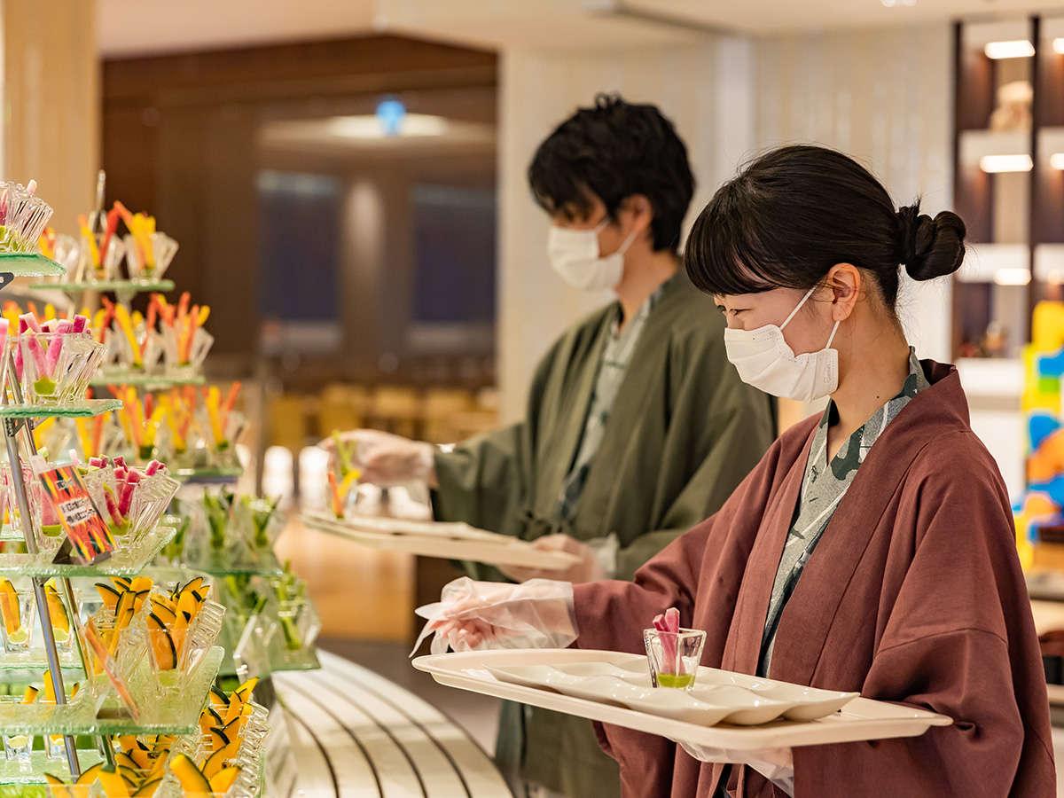 【夕食ブッフェ】使い捨ての手袋をお渡し致します。マスクの装着をお願い致します。