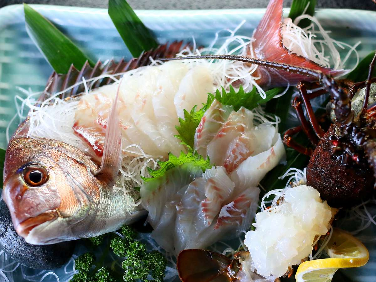 ピチピチの新鮮な答志島産の魚介類!主人が直接選び抜いて仕入れております(お料理イメージ)
