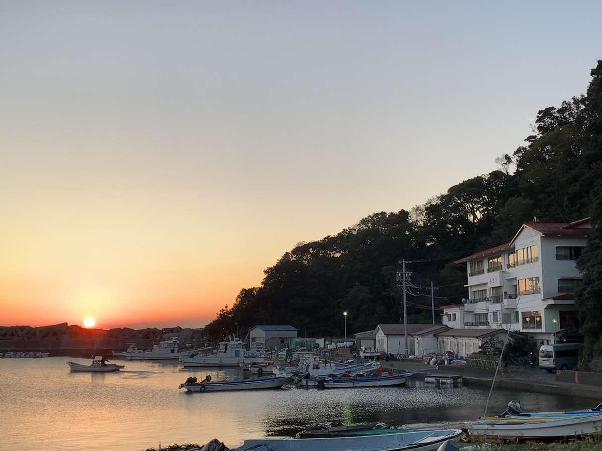 当館の客室は全て海側のオーシャンビュー。海から昇る朝日も望めます(季節により見えない時もございます)