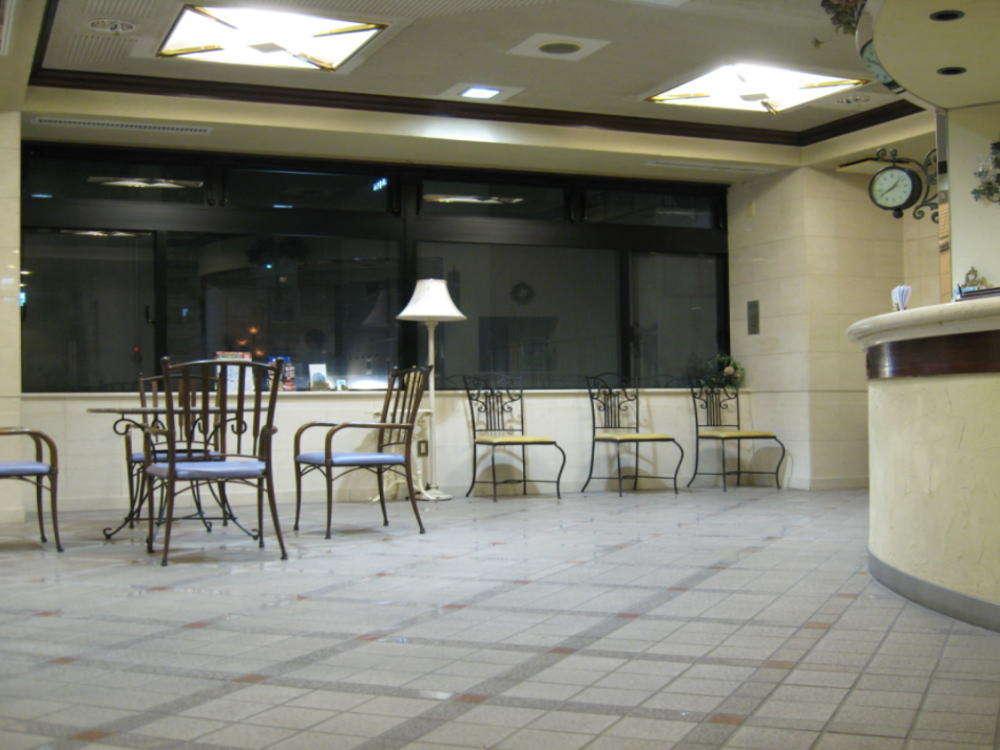 ロビー&フロント、ビジネスに観光にとても便利な高松市中心立地のホテルです。