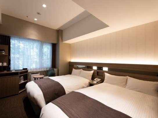 【モデレートウェストツイン】新設のスタイリッシュな客室は機能的で洗練されたご滞在を提供いたします。