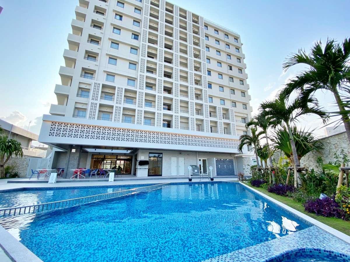 【モノレール駅から徒歩1分】水着で入浴して頂ける屋外天然温泉とプールが楽しめる都市型ホテルです。