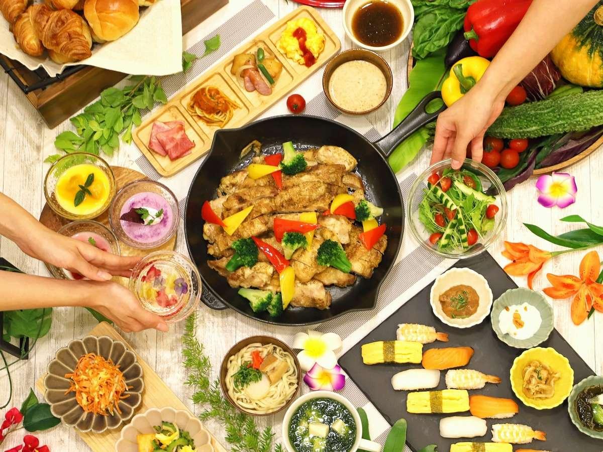 【朝食バイキング一例】日替わりの手作り沖縄料理やデザート、握り寿司などをたっぷりご堪能ください。