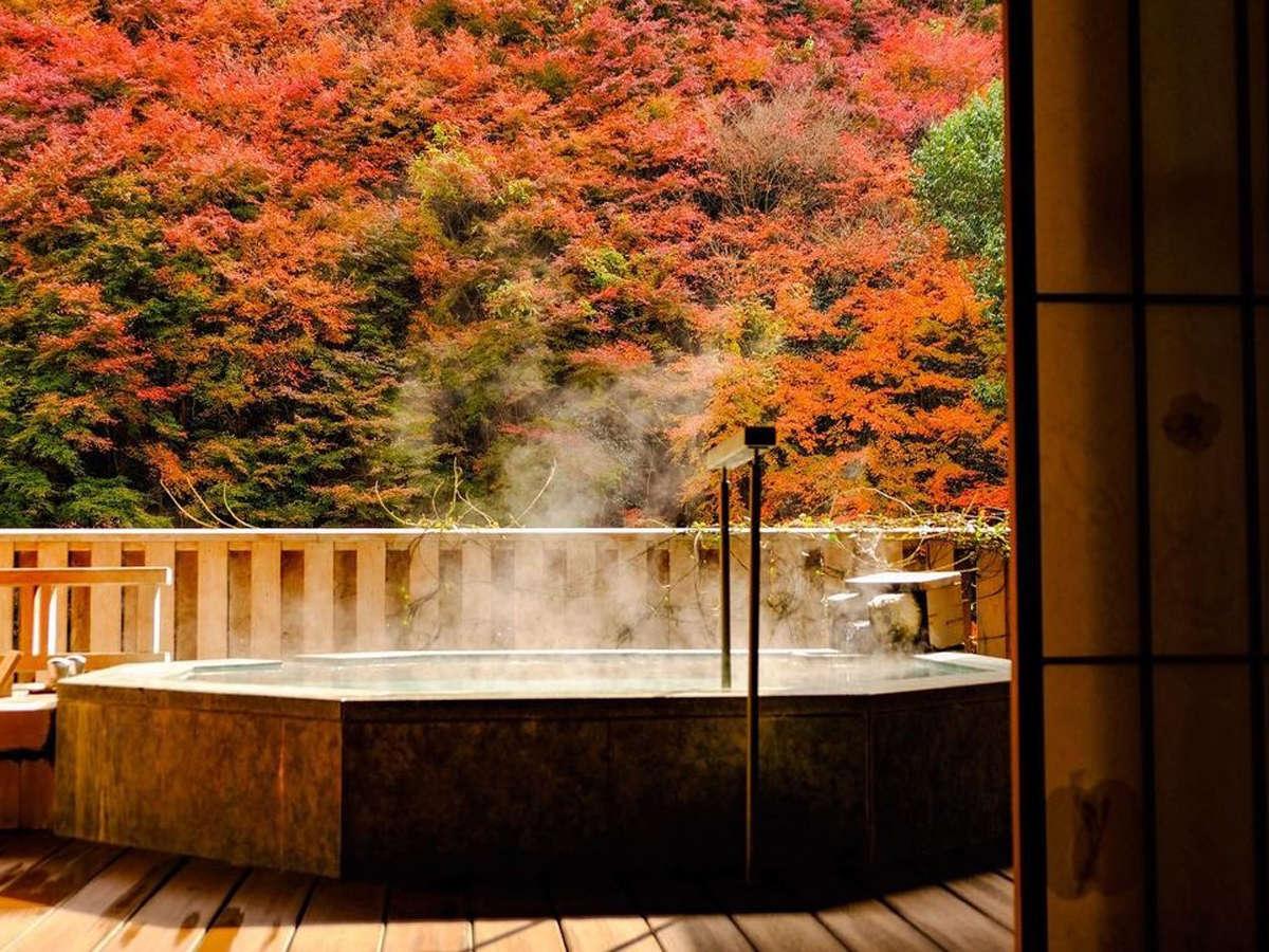 【秋】赤く染まる渓谷を眺めながら、貸切露天風呂で湯ったり♪