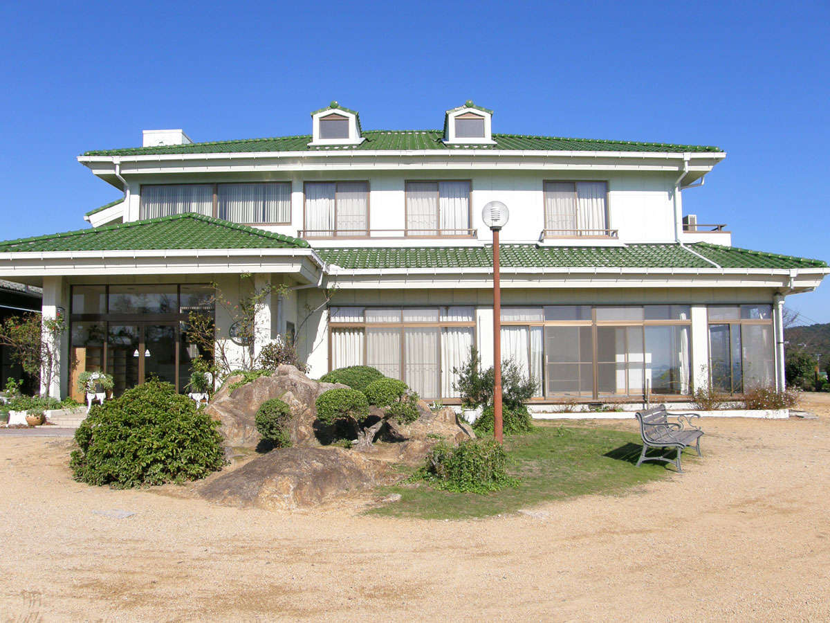 【外観】島ののどかな一日を-おふくろの家で。