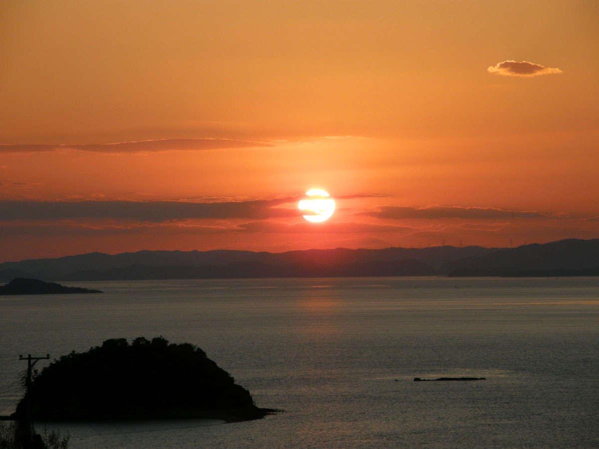 「日本夕陽百選」にも認定された瀬戸内海の夕日。。