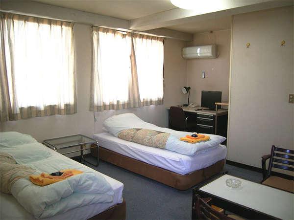 ●ツインルーム。ゆったりとしたスペースのお部屋。のんびりお寛ぎください。