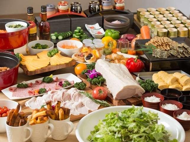 <朝食イメージ>地元愛知県で採れた食材を豊富に取り入れたこだわりメニューを多数ご用意。