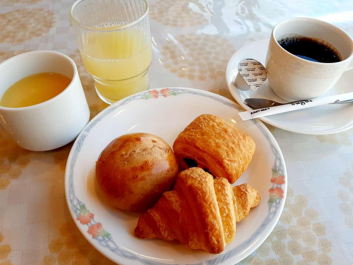 無料朝食(コロナウィルス対策といたしまして、パンのビュッフェ形式を個別提供形式にしております。)
