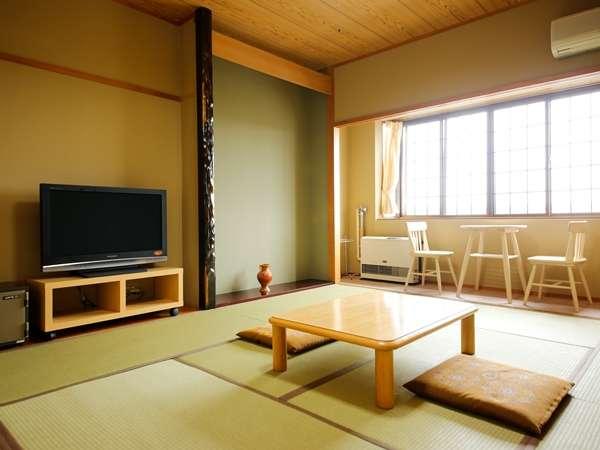【お部屋】10畳の客室。純和風の客室でごゆるりとお過ごしください