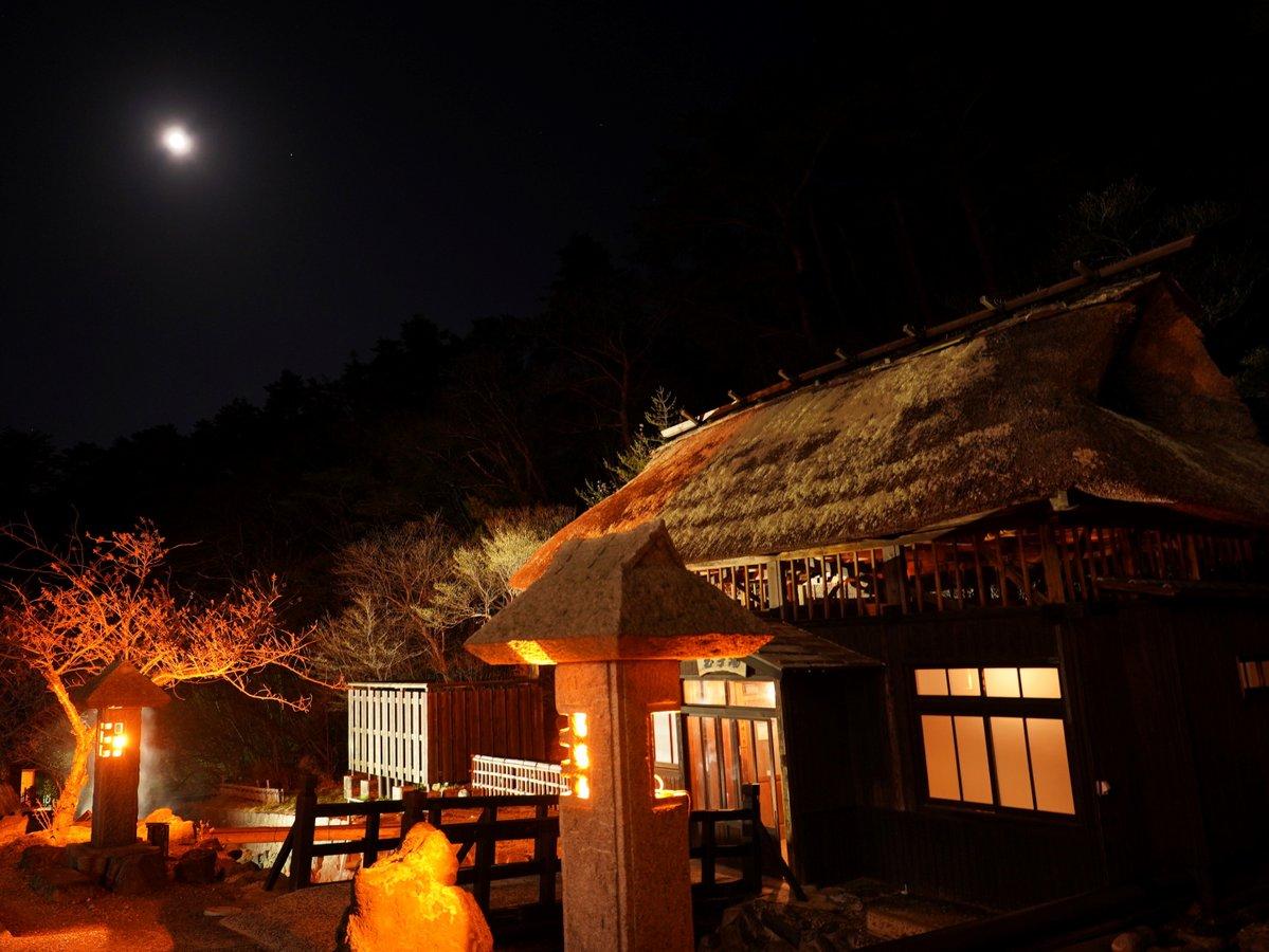 おぼろ月と湯小屋
