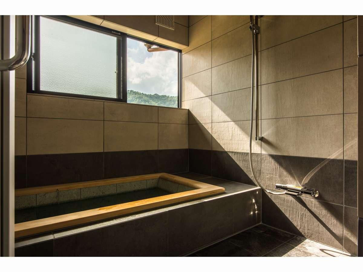お風呂(1)/青森県の十和田石と檜で出来た浴槽は、多くの五つ星ホテルが導入しているものと同じものです