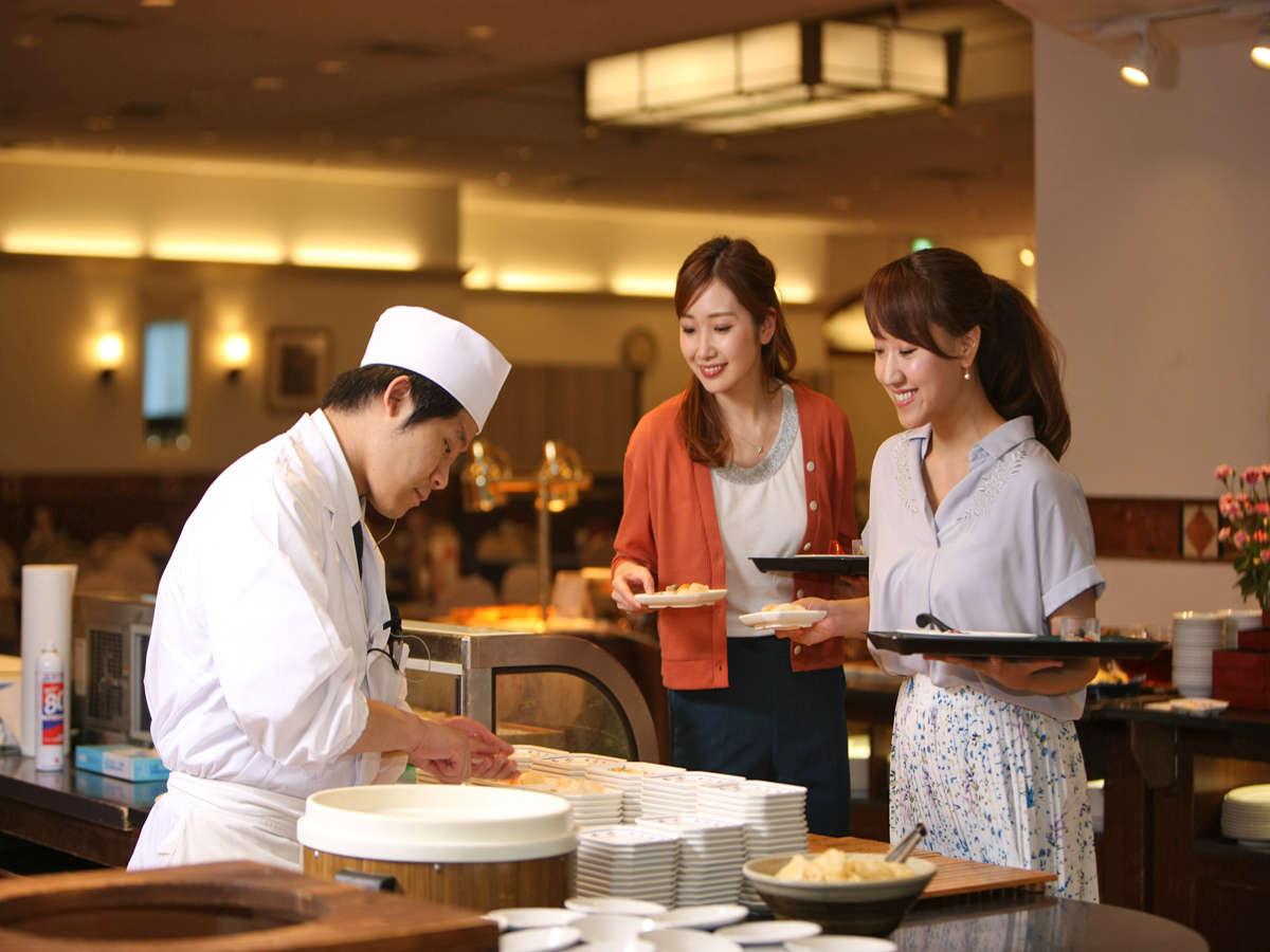 お好みのネタを目の前で握る寿司コーナー♪