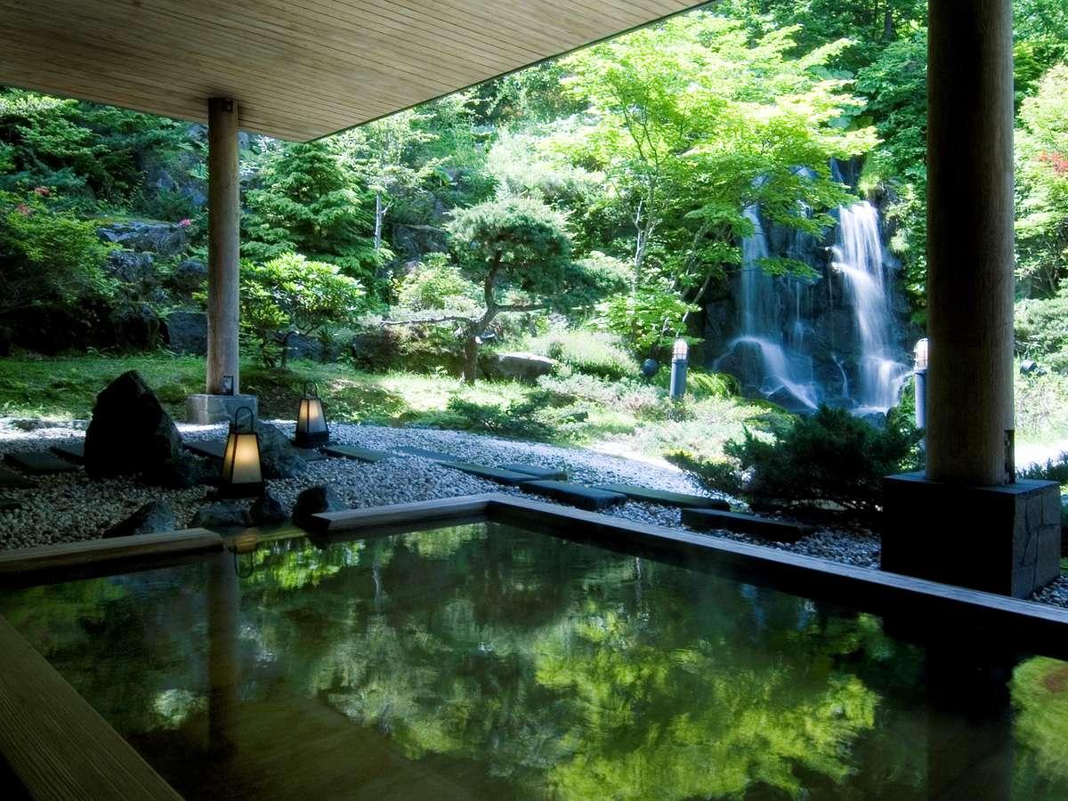 四季折々の季節を楽しむ庭園露天風呂