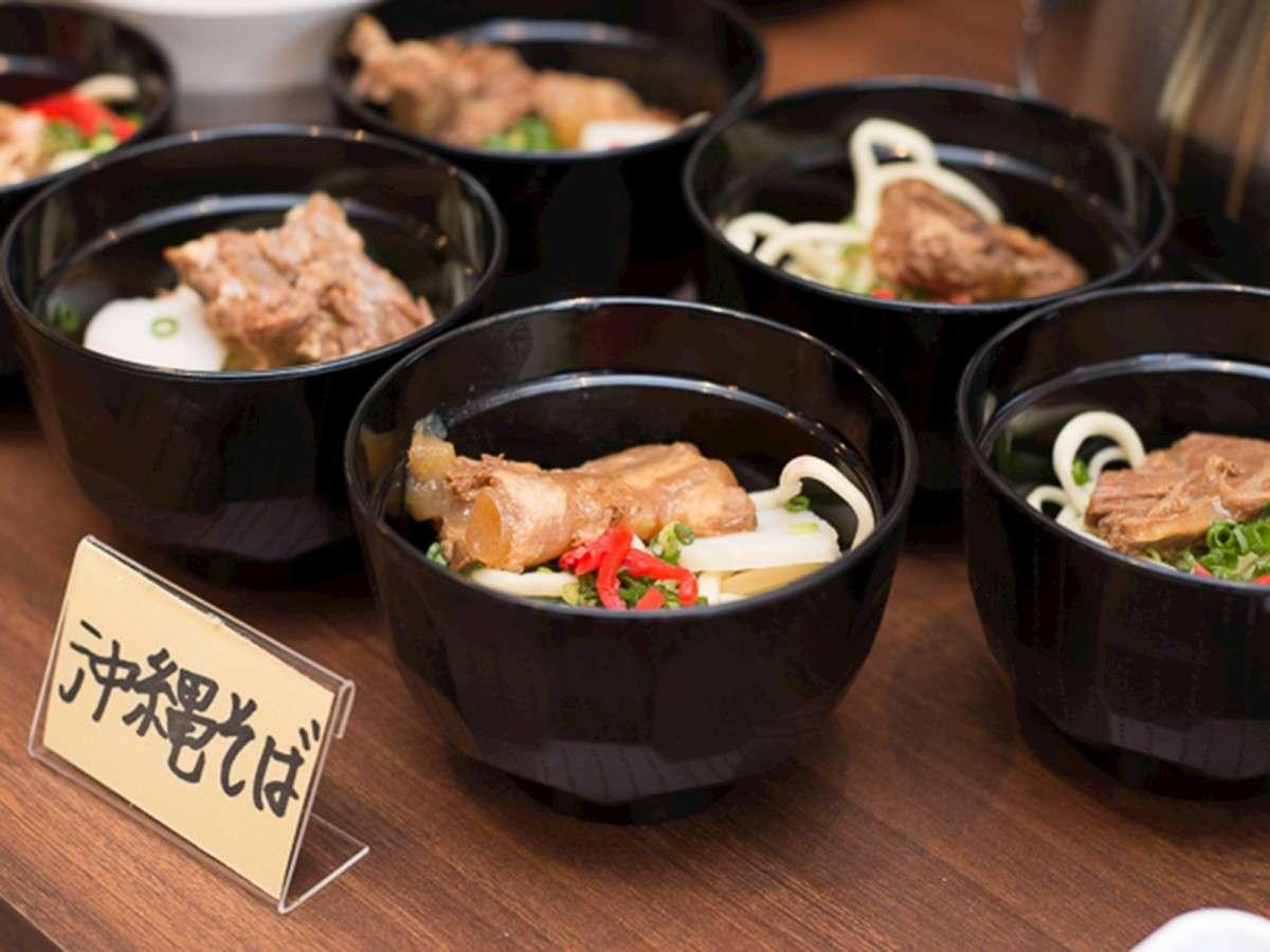 *朝食バイキング/郷土料理、沖縄そばが朝食でお召し上がりいただけます。