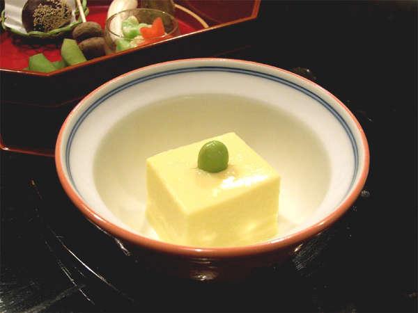 *とうもろこし豆腐/田事オリジナル料理。リピーターさんにファンが多いお料理。