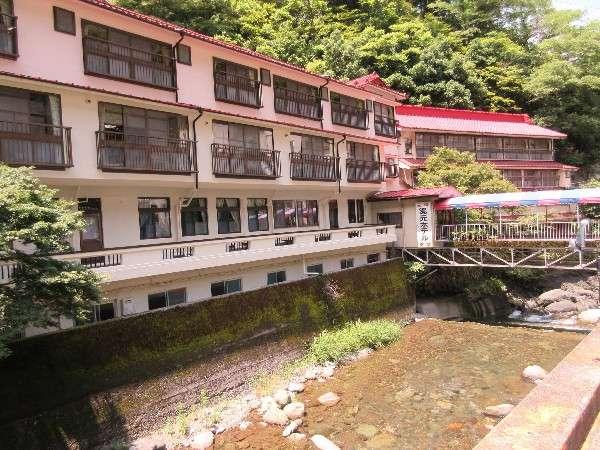 神泉橋から外観