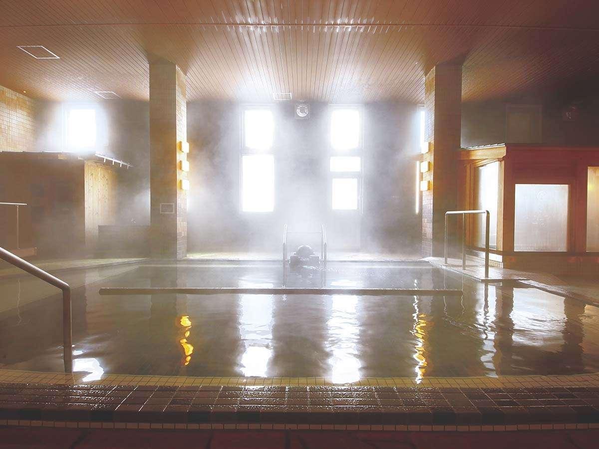 印象の異なる2つの大浴場で楽しむ、開湯1300年の湯