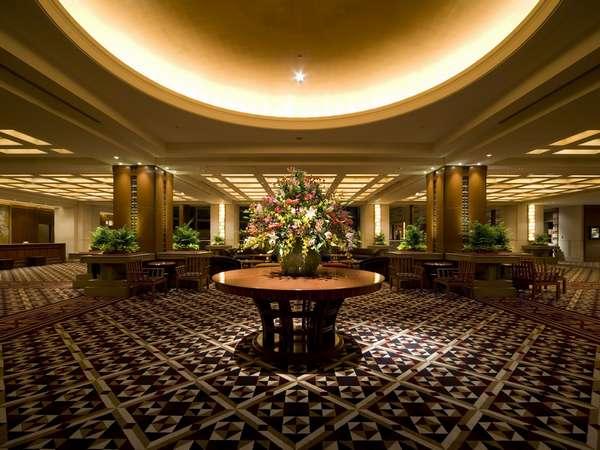【2階ロビー】フロントのある落ち着いた雰囲気のロビー